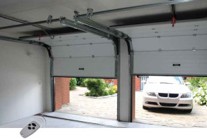 garážová vrata v zimě